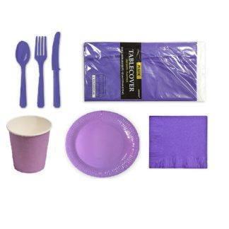 Набор сиреневой посуды с настольными приборами