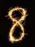 Бенгальская свеча в форме цифры 8